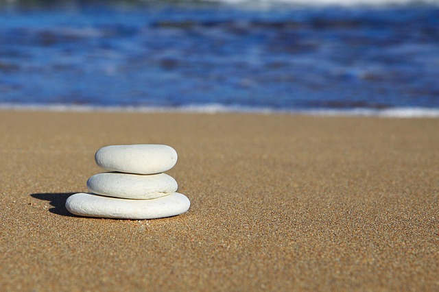 沙滩平衡石